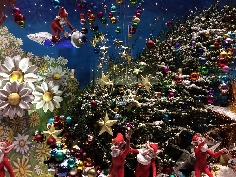 こびとのサンタさんとクリスマスツリー