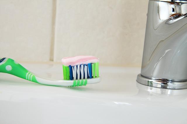 清潔な歯ブラシ