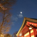 呉服神社と月