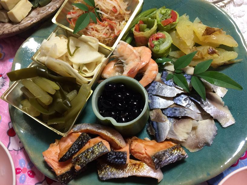 酢の物とお魚の3のお皿