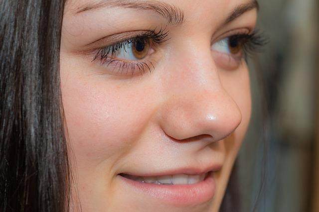 目の美しい女の人