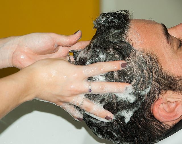頭皮をきれいに洗う