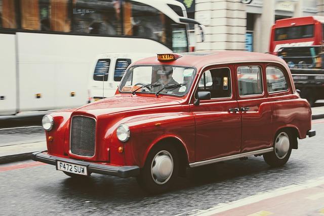 赤いタクシー