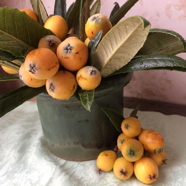 ビワのテーブルの花