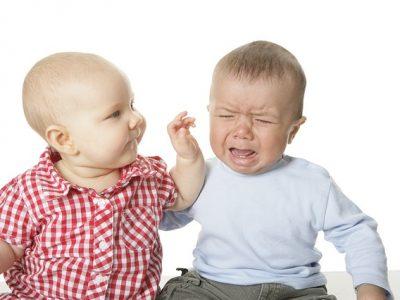 赤ちゃんの喧嘩