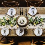 銀食器のテーブル
