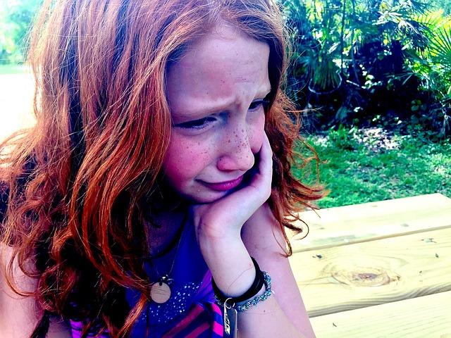 泣いている女の子