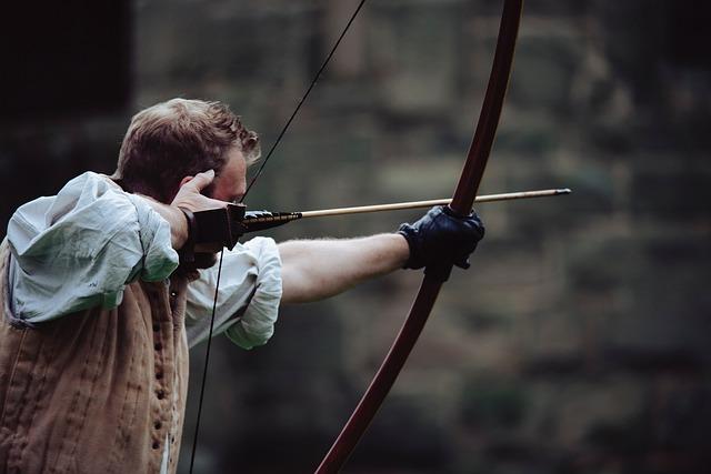 矢を射る男