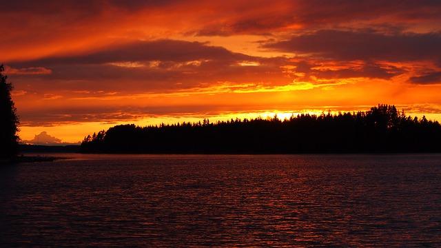 湖の夕焼け