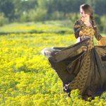 菜の花畑でダンス