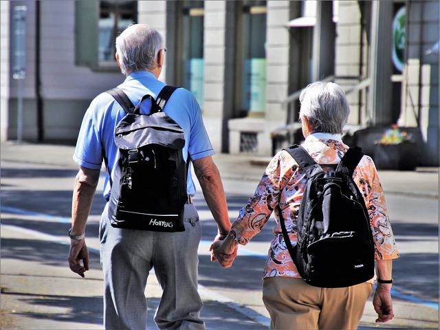 旅行中の老夫婦